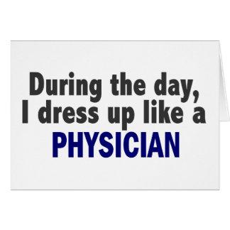 Durante el día me visto para arriba como un médico tarjeton