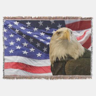 Eagle calvo americano y manta del tiro de la manta