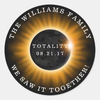 Eclipse solar de la totalidad de la familia pegatina redonda