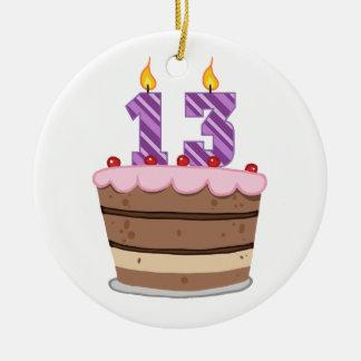 Edad 13 en la torta de cumpleaños adorno redondo de cerámica