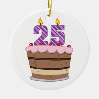 Edad 25 en la torta de cumpleaños adorno redondo de cerámica