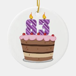 Edad 83 en la torta de cumpleaños ornamento para arbol de navidad