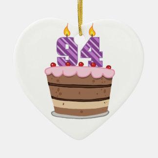 Edad 94 en la torta de cumpleaños ornamentos de reyes