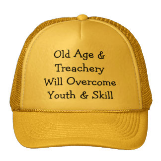 Edad avanzada y TreacheryWill OvercomeYouth y Gorras