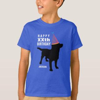 Edad del perro negro divertido del laboratorio y camiseta