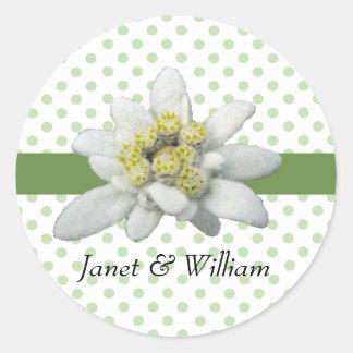 Edelweiss y lunares que casan el sello del sobre pegatina redonda