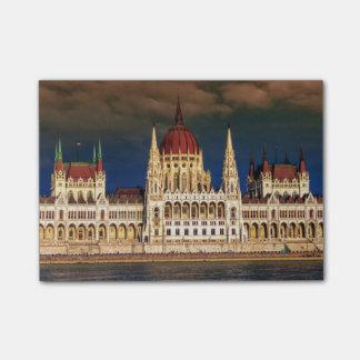 Edificio húngaro del parlamento en Budapest, Notas Post-it®