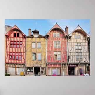 Edificios coloridos en el poster de Troyes Francia