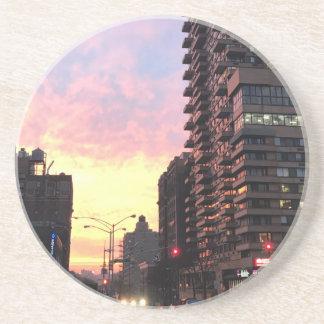Edificios superiores NYC del lado oeste de la Posavasos