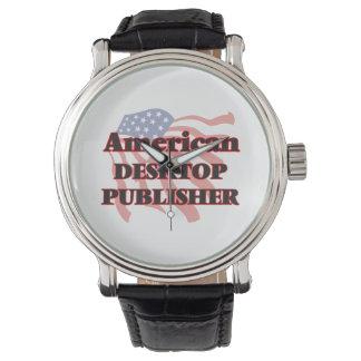 Editor de escritorio americano reloj de mano