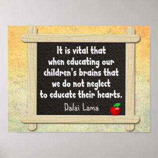 Eduque sus corazones -- Cita de Dalai Lama Póster