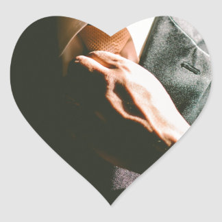 Efecto de sombra del lazo del hombre de negocios pegatina en forma de corazón