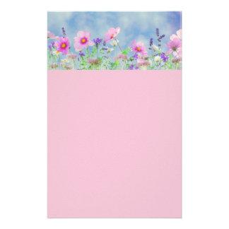 Efectos de escritorio arreglados florales hermosos papelería