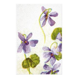 Efectos de escritorio de las violetas del vintage papelería