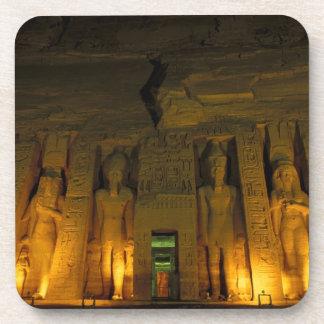 Egipto, Abu Simbel, fachada encendida de pequeño Posavaso
