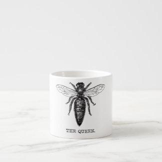 Ejemplo blanco y negro de la abeja reina taza de espresso