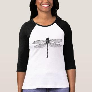 Ejemplo blanco y negro de la libélula del vintage camiseta