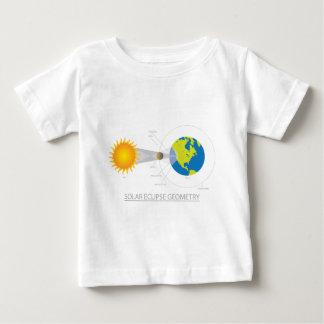 Ejemplo de la geometría del eclipse solar camiseta de bebé