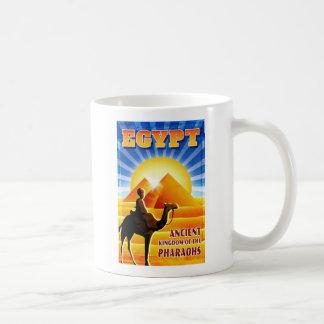 Ejemplo del viaje del vintage de las pirámides de taza de café
