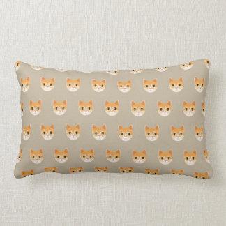 Ejemplo lindo del gato de Tabby Cojín Lumbar