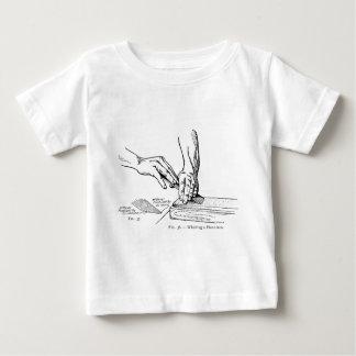 Ejemplo que amola del hierro camiseta de bebé