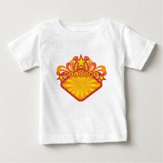 Ejemplo retro del signo positivo de la carpa camiseta de bebé