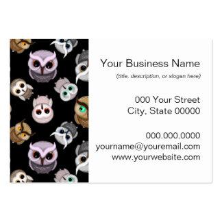 Ejemplos lindos del búho sobre fondo negro tarjetas de visita grandes
