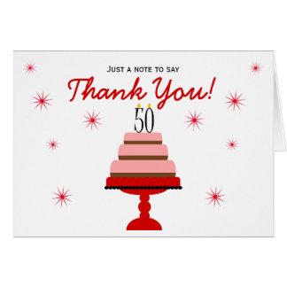 El 50.o cumpleaños de la torta roja le agradece tarjeta