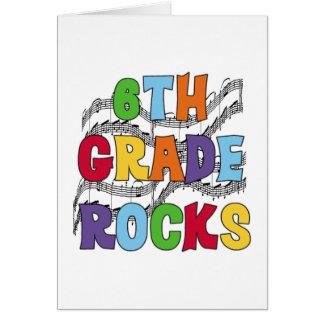 El 6to grado multicolor oscila las camisetas y los tarjeta de felicitación