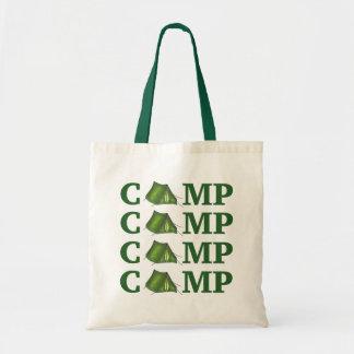 El acampar de verano verde de la tienda del CAMPO