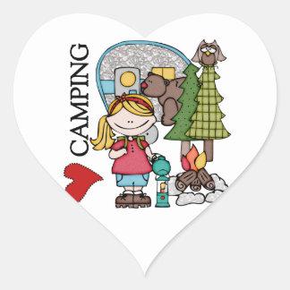El acampar del amor del chica I del pelo rubio Pegatina En Forma De Corazón