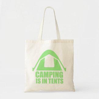 El acampar está en tiendas bolso de tela