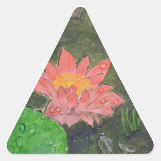 El acrílico en lona, pica waterlily y pone verde pegatina triangular
