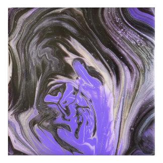 El acrílico púrpura del anillo de árbol negro y de