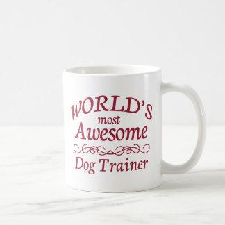 El adiestrador de perros más impresionante del taza básica blanca