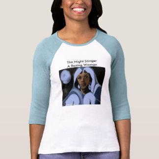 El aguijón de la noche: Una mujer del boxeo Camiseta