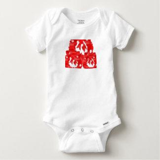 El algodón del bebé tiene gusto de la camiseta