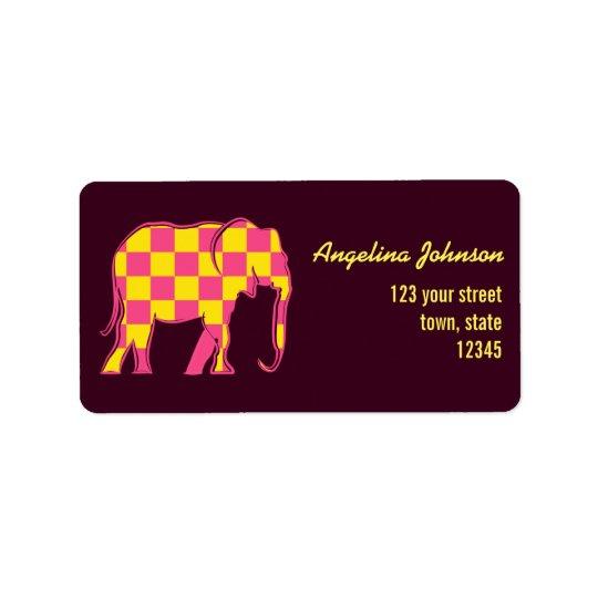 El amarillo del elefante rosado ajusta moda etiquetas de dirección