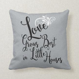 El amor crece el mejor de pequeña almohada de tiro