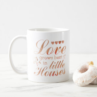 El amor crece en pequeña taza de la cita de las