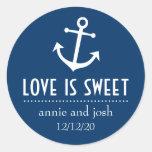 El amor del ancla del barco es las etiquetas dulce pegatinas redondas