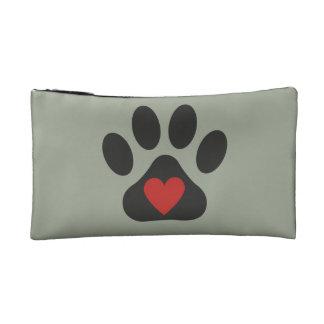 El amor del perro compone el bolso