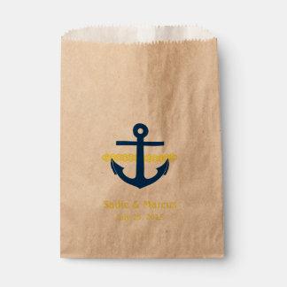 El amor es ancla y cuerda náuticas dulces en bolsa de papel