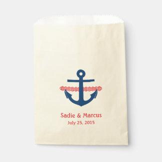El amor es ancla y cuerda náuticas dulces en rojo bolsa de papel
