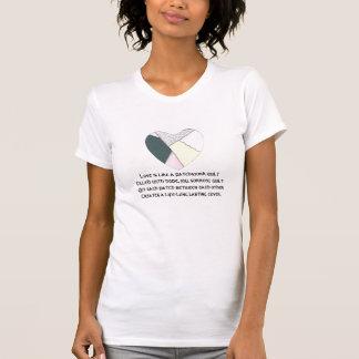 El amor es como un edredón de remiendo camiseta