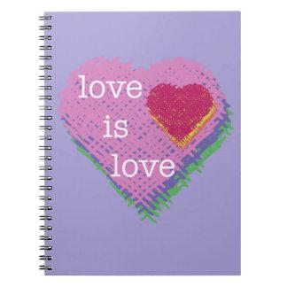 El amor es cuaderno espiral del corazón del amor