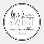 El amor es etiquetas dulces (negro/el gris) pegatinas redondas