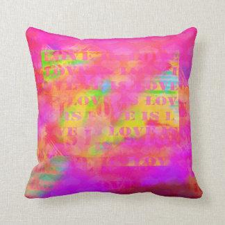 El amor es extracto colorido brillante del amor cojín decorativo