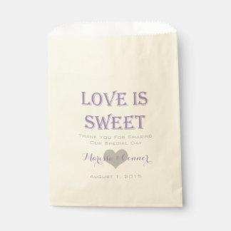 El amor es lavanda dulce y bolsos grises del boda bolsa de papel