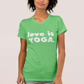 El AMOR ES verde de la YOGA Camiseta